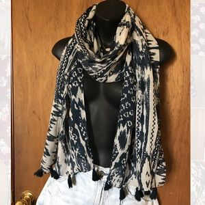 Buckle Blue Pattern Tassle Scarf